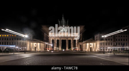 Berlin, Germany. 29th May, 2019. Empty of people is the Pariser Platz at the Brandenburg Gate in the early morning. (Zoom effect) Credit: Paul Zinken/dpa/Alamy Live News - Stock Photo