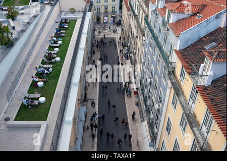 11.06.2018, Lisbon, , Portugal - View from above onto the pedestrian zone Rua do Carmo in the historical centre Baixa of the Portuguese capital. 0SL18 - Stock Photo