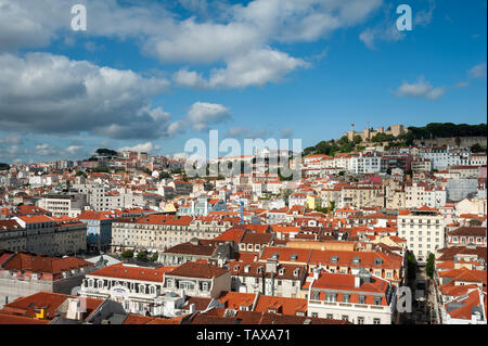 11.06.2018, Lisbon, , Portugal - View to the historical centre Baixa of the Portuguese capital with the Castelo de Sao Jorge in the background. 0SL180 - Stock Photo