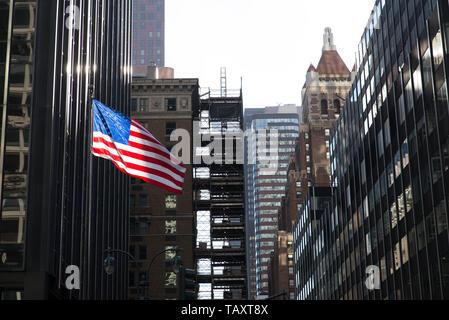 Office block in Manhattan, New York City, USA. /  Bürogebäude / Immeuble de bureaux. - Stock Photo