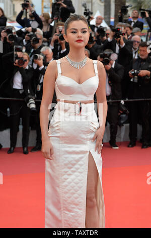 72nd edition of the Cannes Film Festival: Selena Gomez. Celebrities walking up the famous steps before the opening ceremony and the screening of the f - Stock Photo