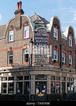 Building corner of a historical pub Truman Hanbury Buxton & Co Ltd The Royal Oak in Tower Hamlets. - Stock Photo