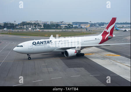 22.03.2019, Singapore, , Singapore - A Qantas Airways Airbus A330-200 passenger aircraft at Changi Airport. Qantas is a member of the One World Airlin - Stock Photo