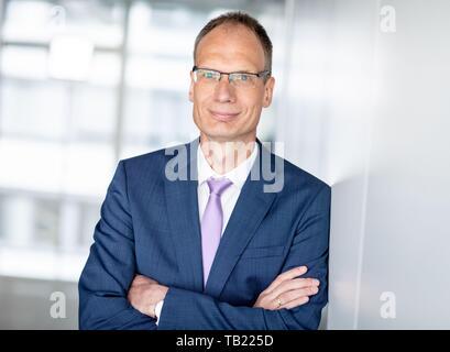 Berlin, Germany. 29th May, 2019. Michael Lohscheller, Managing Director of Opel Automobile GmbH, looks into the photographer's camera on the sidelines of an interview. Credit: Kay Nietfeld/dpa/Alamy Live News - Stock Photo