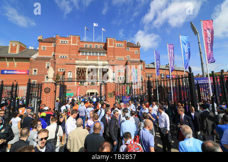 London, UK. 30th May, 2019. Cricket Fans arrive at the Oval cricket ground for the opening match of the ICC 2019 World Cup between England and South Africa Credit: amer ghazzal/Alamy Live News - Stock Photo
