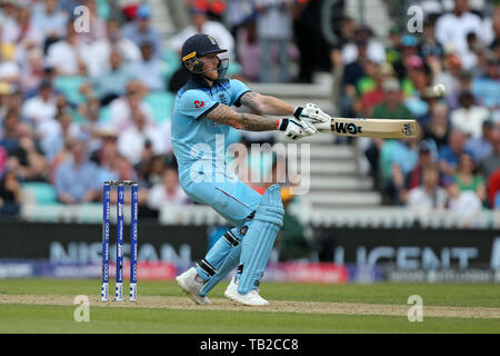 The Oval, London, UK. 30th May, 2019. ICC Cricket World Cup 2019, match 1, England versus South Africa; Ben Stokes switch hits the ball Credit: Action Plus Sports/Alamy Live News - Stock Photo