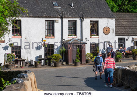 18th century Falls of Dochart Inn, hotel-restaurant in the village Killin, Loch Lomond & The Trossachs NP, Stirling, Scotland, UK - Stock Photo