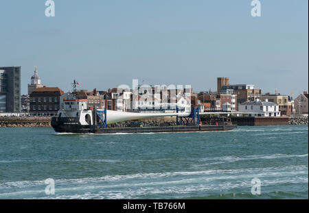 Portsmouth, England, UK. A deck cargo ship with a large wind turbine blade onboard. The MTB Blade Runner Two. - Stock Photo
