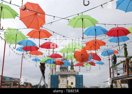 Zagreb, Croatia. 30th May, 2019. Workers hang colourful umbrellas in preparation for Bas Nas Gourmet & Music Festival at the upper town of Zagreb, Croatia, May 30, 2019. Credit: Patrik Macek/Xinhua/Alamy Live News - Stock Photo