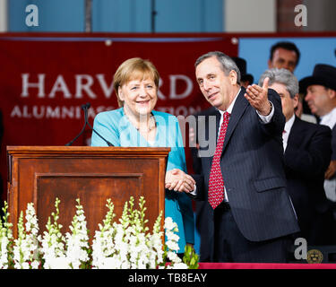 Cambridge, USA. 30th May, 2019. Federal Chancellor Angela Merkel (CDU) and Lawrence Bacow, President of Harvard University, shake hands after their speech at Harvard University. In an emotional speech at the US elite university Harvard, Chancellor Merkel promoted international cooperation and mutual respect - and clearly distinguished herself from US President Trump. Credit: Omar Rawlings/dpa/Alamy Live News - Stock Photo