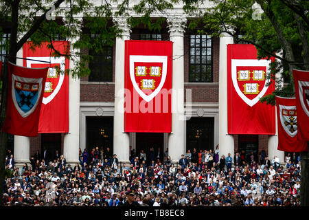 Cambridge, USA. 30th May, 2019. Students follow Chancellor Merkel's (CDU) speech at Harvard University. In an emotional speech at the US elite university Harvard, Chancellor Merkel promoted international cooperation and mutual respect - and clearly distinguished herself from US President Trump. Credit: Omar Rawlings/dpa/Alamy Live News - Stock Photo