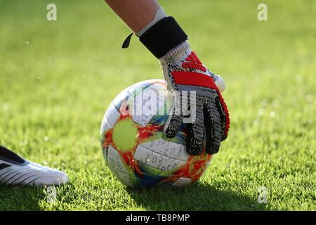 Regensburg, Deutschland. 30th May, 2019. firo: 30.05.2019, Football, Landerspiel, Test match women, Germany - Chile, Germany, DFB, GER, Chile, Ball, Adidas, | usage worldwide Credit: dpa/Alamy Live News - Stock Photo