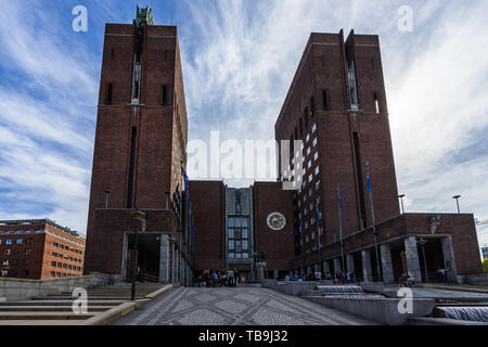 Imposing two towers built by red bricks surrounding the main entrance of Oslo City Hall (Radhus). Oslo, Norway, August 2018 - Stock Photo