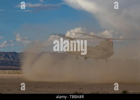 A CH-47F Chinook prepares to land as Oregon Army National Guard pilots from the 1-168th General Support Aviation Battalion, perform multiple dust landing certification flights at the National Training Center (NTC) in Fort Irwin, Calif., May 29, 2019. B Co. 1-168th General Support Aviation Battalion is providing air lift capabilities and support to the 116th Cavalry Brigade Combat Team. A month-long NTC rotation provides more than 4,000 service members from 31 states, including units from 13 National Guard states and territories, with realistic training to enhance their combat, support, and sus - Stock Photo