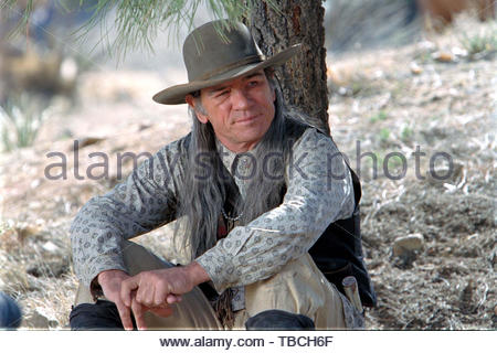 TOMMY LEE JONES in THE MISSING (2003). Copyright: Editorial inside use only. This is a publicly distributed handout. Access rights only, no license of copyright provided. Mandatory authorization to Visual Icon (www.visual-icon.com) is required for the reproduction of this image. Credit: COLUMBIA PICTURES / Album - Stock Photo
