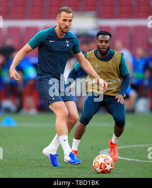 Tottenham Hotspur's Harry Kane (left) and Tottenham Hotspur's Danny Rose during a training session at the Estadio Metropolitano, Madrid. - Stock Photo