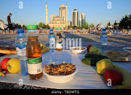 Grozny, Russia. 31st May, 2019. GROZNY, RUSSIA - MAY 31, 2019: Food seen before a mass iftar, the evening meal traditionally taken by Muslims after sunset during the holy month of Ramadan, by the Akhmat Kadyrov Mosque. Yelena Afonina/TASS Credit: ITAR-TASS News Agency/Alamy Live News - Stock Photo