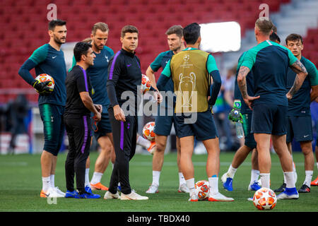 31st May 2019; Wanda Metropolitano stadium, Madrid, Spain; UEFA Champions league final training for Tottenham Hotspur; Tottenham Hotspur Manager Mauricio Pochettino speaks with his squad during the training session - Stock Photo