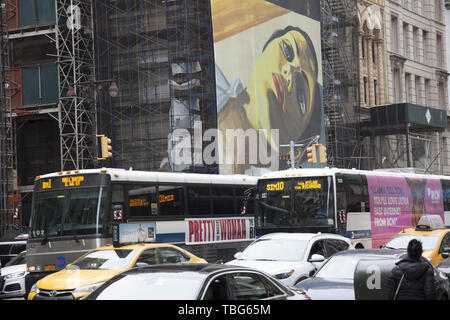 Looking north up 5th Avenue past 28th Street in Manhattan, New York City. - Stock Photo