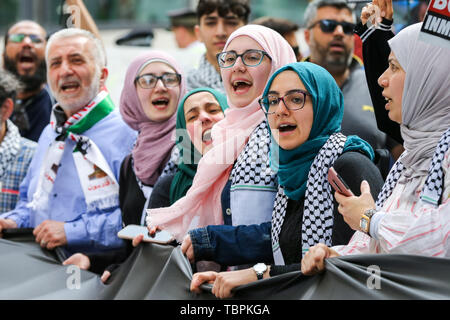 London, UK. 02nd June, 2019. Protesters shout slogans during the rally. The Al Quds Day rally is an event which is supposed to highlight the plight of the Palestinian people and raise awareness of Islamic persecution around the world. Al-Quds Day, an annual day of protest decreed in 1979 by the late Iranian ruler Ayatollah Khomeini, is celebrated to express support for the Palestinian people and their resistance against Israeli occupation. A counter demonstration by Israel supporters also took place. Credit: SOPA Images Limited/Alamy Live News - Stock Photo