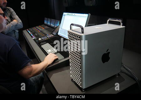 San Jose, USA. 03rd June, 2019. June 03, 2019, San Jose (USA): The new Apple professional Mac Pro and the 6K screen Pro Display XDR at the developer conference WWDC 2019 in San Jose. Credit: Christoph Dernbach/dpa/Alamy Live News - Stock Photo