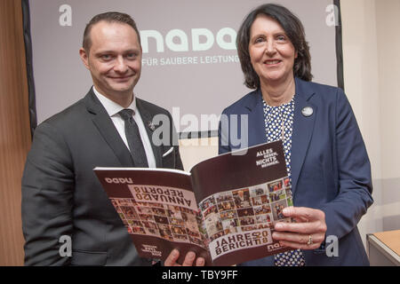 Berlin, Germany. 04th June, 2019. Lars Mortsiefer, Member of the Executive Board of the National Anti-Doping Agency Germany (NADA), and Andrea Gotzmann, Chairman of the Executive Board of NADA, hold the Annual Report 2018 in their hands at the NADA Annual Press Conference. The motto of the brochure is 'Give everything - take nothing'. Credit: Jörg Carstensen/dpa/Alamy Live News - Stock Photo