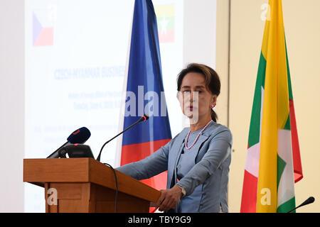 Prague, Czech Republic. 04th June, 2019. Burmese leader Aung San Suu Kyi attends a Czech-Burmese Business Forum on June 4, 2019, in Prague, Czech Republic. Credit: Ondrej Deml/CTK Photo/Alamy Live News - Stock Photo