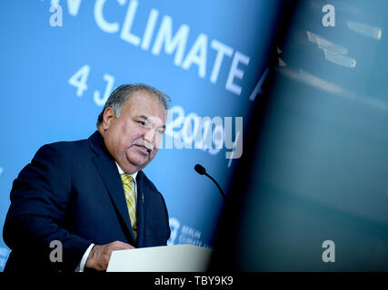 Berlin, Germany. 04th June, 2019. Baron Divavesi Waqa, President of Nauru, speaks at the Berlin Climate and Security Conference. Credit: Britta Pedersen/dpa/Alamy Live News - Stock Photo