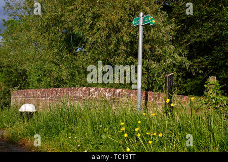 View from a lock on the Grand Union Canal, Aylesbury Arm, Buckinghamshire, UK - Stock Photo