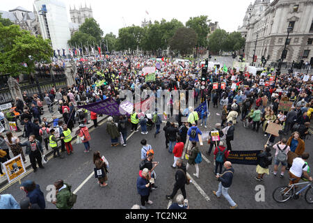 London, UK. 04th June, 2019. Thousands of people around Parliament Square rally for and against the State visit to the UK by Donald Trump (President of the United States of America). The President met The Prime Minister during his state visit to the UK. Donald Trump, State visit, Downing Street, London, UK on June 4, 2019. Credit: Paul Marriott/Alamy Live News - Stock Photo