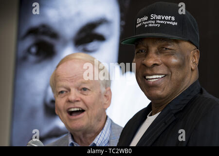 Phoenix, Arizona, USA. 3rd June, 2019. Former World Champion boxer Ernie SHAVERS joined other friends, including Jimmy Walker, founder of MUHAMMAD ALI's Celebrity Fight Night, to unveil a street sign honoring the iconic boxer in front of the Muhammad Ali Parkinson Center at Barrow Neurological Institute in Phoenix Arizona, on the third anniversary of the Ali's death. Ali spent a significant amount of time receiving care at the center over the ten years that he lived in the Phoenix area prior to his death in 2016. Credit: Rick D'Elia/ZUMA Wire/Alamy Live News - Stock Photo