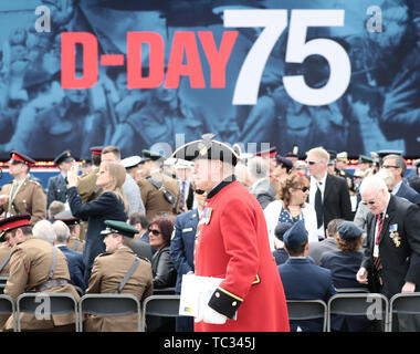Portsmouth, UK. 05th June, 2019. A veteran of the British army attends the Portsmouth commemoration of the 75th anniversary of D-Day, the landing of the Allies in Normandy in World War II. Credit: Kay Nietfeld/dpa/Alamy Live News - Stock Photo