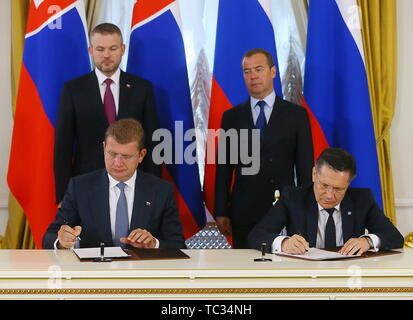 Moscow, Russia. 05th June, 2019. MOSCOW, RUSSIA - JUNE 5, 2019: Slovakia's Minister of Economy Peter Ziga (L sitting), and Rosatom Director General Alexei Likhachev (R sitting) sign a memorandum of understanding between Rosatom and the Ministry of Economy of the Slovak Republic as Slovakia's Prime Minister Peter Pellegrini (L standing) and Russia's Prime Minister Dmitry Medvedev look on. Yekaterina Shtukina/Press Office of the Government of the Russian Federation/TASS Credit: ITAR-TASS News Agency/Alamy Live News