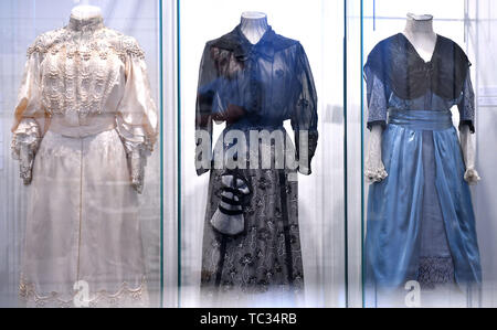 05 June 2019, Thuringia, Weimar: A ladies' dress (l-r, c. 1902), a silk skirt and cotton blouse (c. 1905) and a ladies' dress (c. 1913) can be seen in the exhibition 'Vom Hemd- zum Hängerkleid: Damenmode zwischen Goethe- und Bauhauszeit' ('From Shirt to Hanging Dress: Ladies' Fashion between Goethe's and Bauhaus Times') in the Stadtmuseum. On the basis of original textiles, the exhibition shows the development of women's fashion up to the almost revolutionary women's dresses of the 1920s, supplemented by contemporary portraits, fashion graphics and magazines as well as surviving witnesses of T - Stock Photo
