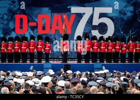 Portsmouth, UK. 05th June, 2019. British soldiers take part in the Portsmouth commemoration of the 75th anniversary of D-Day, the landing of the Allies in Normandy in World War II. Credit: Kay Nietfeld/dpa/Alamy Live News - Stock Photo
