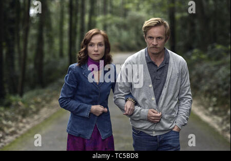 Frankie is a 2019 American-French drama film, directed by Ira Sachs, from a screenplay by Sachs and Mauricio Zacharias. It stars Isabelle Huppert, Greg Kinnear, Marisa Tomei, Jérémie Renier.    This photograph is for editorial use only and is the copyright of the film company and/or the photographer assigned by the film or production company and can only be reproduced by publications in conjunction with the promotion of the above Film. A Mandatory Credit to the film company is required. The Photographer should also be credited when known. - Stock Photo