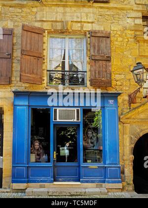 hairdresser, Sarlat-la-Caneda, Dordogne Department, Nouvelle-Aquitaine, France. - Stock Photo