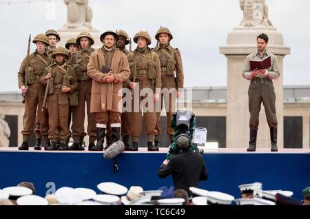 Portsmouth, UK. 05th June, 2019. Performers take part in the Portsmouth commemoration of the 75th anniversary of D-Day, the landing of the Allies in Normandy during World War II. Credit: Kay Nietfeld/dpa/Alamy Live News - Stock Photo