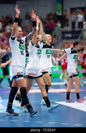 05 June 2019, North Rhine-Westphalia, Hamm: Handball, women: World Cup qualification, Germany - Croatia, Europe, knockout round, 2nd qualifying round, second legs. After the match, the German players cheer the victory and the qualification for the World Cup in Japan. Photo: Guido Kirchner/dpa - Stock Photo