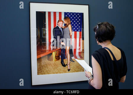 Berlin, Germany. 06th June, 2019. In the exhibition 'Three Boys from Pasadena' at the Helmut Newton Foundation, a visitor looks at a picture by photographer George Holz showing Donald Trump and Melania Knauss in New York in 1999. The exhibition can be seen together with the exhibition 'SUMO' at the Foundation from 07.06.2019 to 10.11.2019. Credit: Gregor Fischer/dpa/Alamy Live News - Stock Photo