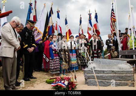 Pointe Du Hoc, France. 05th June, 2019. A moment of silence is honored for the fallen Native American WWII soldiers at the Charles Shay memorial ceremony at Omaha Beach on the anniversary of the D-Day invasion June 5, 2019 in Pointe du Hoc, Normandy, France. Thousands have converged on Normandy to commemorate the 75th anniversary of Operation Overlord, the WWII Allied invasion commonly known as D-Day. Credit: Planetpix/Alamy Live News - Stock Photo