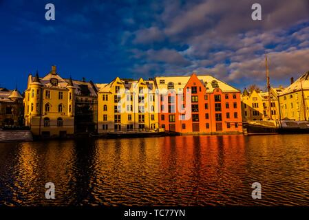 Beautiful former warehouses along the canal in the Brosundet quarter in Art Nouveau (Jugendstil) architectural style, Alesund, Norway. Most of the - Stock Photo