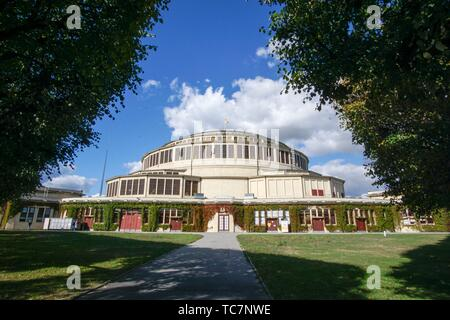 WROCLAW POLAND ON SEPTEMBER 25, 2018: Breslau Jahrhunderthalle - Hala Stulecia- Wroclaw Centennial Hall and fountain. - Stock Photo