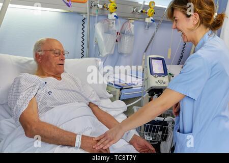 Nurse taking the temperature to a patient, hospital room, Hospital Donostia, San Sebastian, Gipuzkoa, Basque Country, Spain - Stock Photo