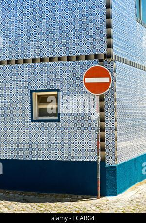 Traffic sign No entry for vehicular traffic in front of a residential building with a fassade of decorative tiles, Santa Luzia, Algarve, Portugal. - Stock Photo