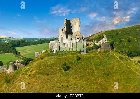 Medieval Corfe castle keep & battlements at sunrise, built in 1086 by William the Conqueror, Dorset England. - Stock Photo