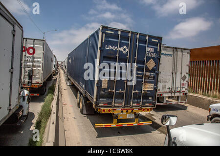 Tijuana, Mexico. 31st May, 2019. Trucks line up at the Mexican border. Because Mexico allegedly does not do enough against illegal migration, US President Donald Trump threatens to impose punitive duties on all imports from its southern neighbour. Among other things, the measure would hit assemblers who assemble individual parts for export hard. Credit: Omar Martinez/dpa/Alamy Live News - Stock Photo