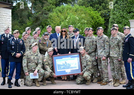 Colleville Sur Mer, France. 06th June, 2019. U.S. President Donald Trump and First Lady Melania Trump pose with soldiers from the 75th Ranger Regiment as well as a D-Day WWII veteran following a commemoration ceremony marking the 75th D-Day Anniversary at the Normandy American Cemetery and Memorial June 6, 2019 in Colleville-sur-Mer, France. Thousands have converged on Normandy to commemorate the 75th anniversary of Operation Overlord, the WWII Allied invasion commonly known as D-Day. Credit: Planetpix/Alamy Live News - Stock Photo