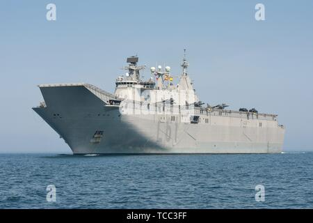 Keel, Deutschland. 05th June, 2019. 05.06.2019, the big DropShip Juan Carlos I enters Kiel Harbor to take part in the annual Manover BALTOPS. It is with a length of 236.5 m the flagship of the Spanish Navy. It is used as an amphibious assault ship, as well as a light aircraft carrier for the McDonnell Douglas AV-8B Harrier II. Total with fighter jets and vehicles as well as the striking ski jump. | usage worldwide Credit: dpa/Alamy Live News - Stock Photo
