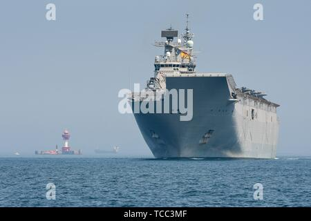 Keel, Deutschland. 05th June, 2019. 05.06.2019, the big DropShip Juan Carlos I enters Kiel Harbor to take part in the annual Manover BALTOPS. It is with a length of 236.5 m the flagship of the Spanish Navy. It is used as an amphibious assault ship, as well as a light aircraft carrier for the McDonnell Douglas AV-8B Harrier II. Long shot of the bug with the striking ski jump. | usage worldwide Credit: dpa/Alamy Live News - Stock Photo